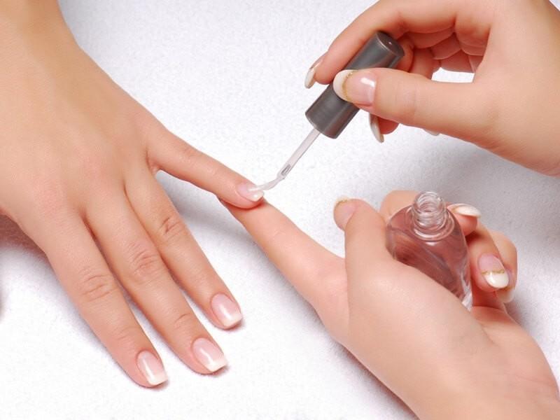 Лечебные лаки для ногтей на руках
